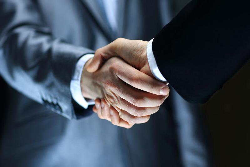 realty-handshake