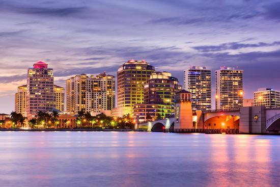 west-palm-beach-florida-usa-downtown-skyline_u-l-q119uzb0